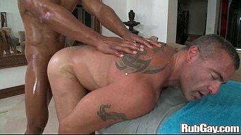 Крепкая старушка с тату показывает своё тело на камеру