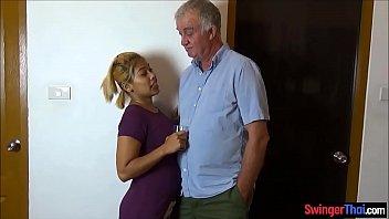 Мускулистый парень снял домашний секс с гламурной грудастой блондинкой