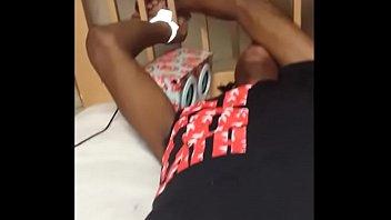 Партнер спустился на попочку блондиночки после анального сношения в кровати