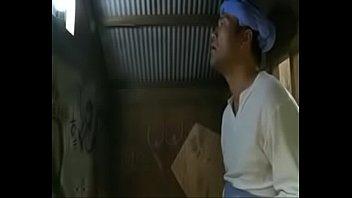 Охальник отымел пышножопую девушку в горячее анальное отверстие на крупный кровати