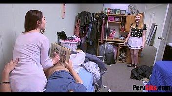 Лесбиянский трах тонких фитоняш с кунилингусами на кресле и дивана